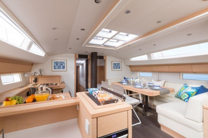 The interior of the Jeanneau 64 is the perfect balance of tradition and contemporary design.